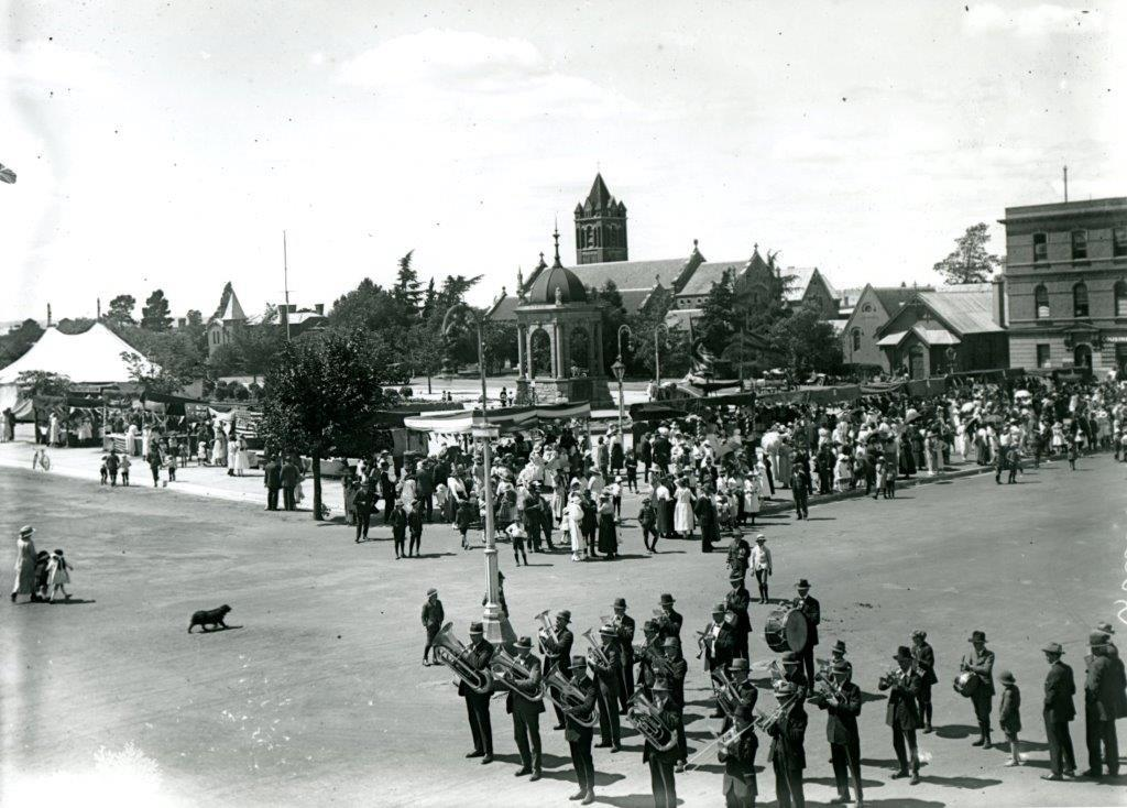 Queen's Day Band Competition, cnr Russell & William Sts - 8 Dec 1921