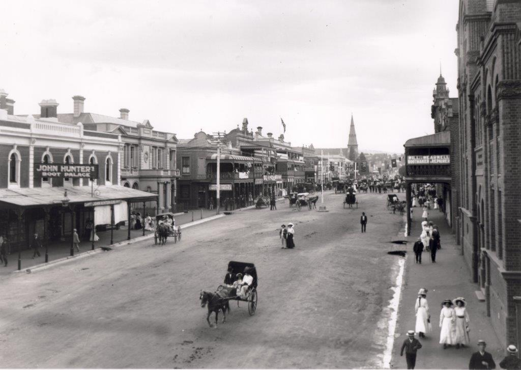 The scene on William Street on Kitchener Day - Jan 1910