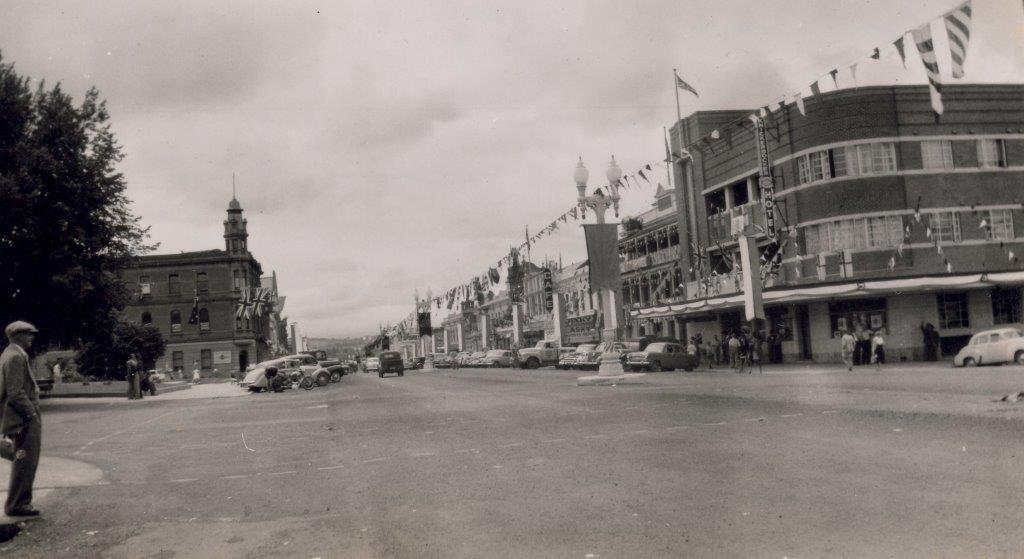 Royal Visit of Queen & Prince Phillip 1954 - looking towards the Royal & Knickerbocker Hotels